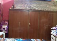 غرفه نوم للبيع مع كنتور 5 بيبان وسرير نوم وميز تواليت السعر 500 وبيهه مجال