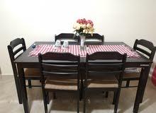 طاولة للبيع مع 6كراسي
