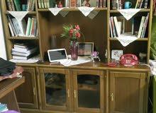 مكتبه خشب كنتر زان بحاله ممتازة ارتفاع 2 متر تصلح لكل الاغراض وتسع TV