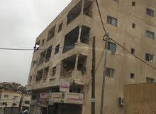 مجمع تجاري مكون من 5 مخازن و 7 شقق على الشارع التجاري الرءيسي .