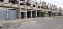 مخازن و مستودعات و محلات و مكاتب مع ساحة 1 دنم مجمع 4 طوابق للايجار مساحته 3200م