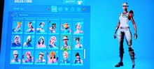 selling fortnite recon expert account + 113 skins