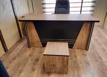 مكتب مدير مع جانبية ووحدة ادراج وطاولة قهوة