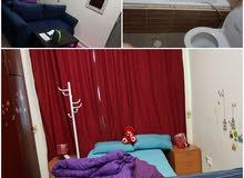 غرفه بالحمام مفروشه  في برشا 3 بجور محطة مترو مدينة دبي للإنترنت مطلوب بنت عربيه
