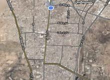 مطلوب بيت شعبي محوش  ع شارع 12 في خزيز قريب من شارع تعز