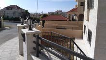 شقة ارضية 171م مدخل مستقل مع ساحات و حديقة جديدة شركة اسكان خلف كلية غرناطة