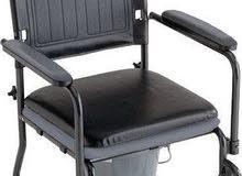 كرسي طبي متحرك بقادة التواليت مزود بجردل يتسع لحجم كبير جديد لم يستعمل