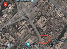 90 متر بساحه الميدان عله الشارع العام تبعد عن وزاره الصحه 400 متر