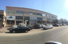 للبيع و للايجار محلات الصناعيه شارع المخفر القديم و الري خلف مكتبه الجرير علي شارع غزالي