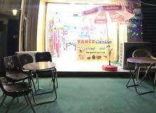 محتويات محل للبيع بواجهة 3.5 متر ونزال 11 متر/ بغداد حي الجامعه/ شارع المركز ..
