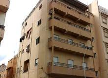 عمارة تجارية سكنية علي الرئيسي مقابل مصرف الوحدة الرويسات // للبيع