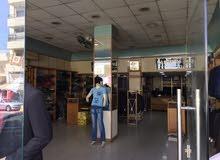 محل للبيع (الهاشمي الشمالي. بجانب البنك العربي)
