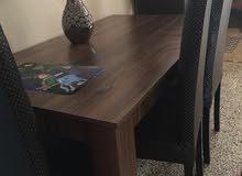 بوفي وطاولة بكراسيها للبيع مع بعضهم شبه جدد واستعمال نظيف