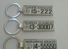 ميداليات متنوعة شكل سيارة مع الرقم ب4دنانير