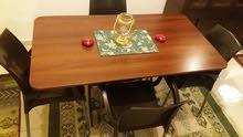 طاولة خشب قابلة للطي مع 4 كراسي بلاستك