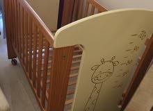 سرير اطفال ووحدة ادراج اسباني Child bed and Chest of Drawers