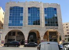 نصف الطابق الرابع (حوالي 400 م): يصلح لعيادات طبية أو مكتب إقليمي أو شركة