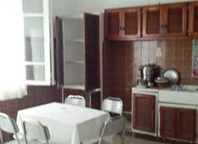استئجار شقة (3 غرف نوم ، غرفة معيشة ، مطبخ ، حمام)
