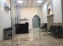 غرف واستديوهات وشقق نظيفة للإيجار الشهري والسنوي بأقل سعر في صلالة