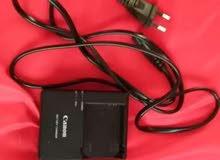 كاميرا canon EOS للبيع مع عدسة 75_300 مستعملة نظيفة جدا مع شاحن و memory 4GB وا