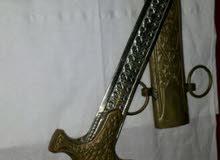خنجر قديم..مصنوع من الحديد والنحاس  لمحبي التحف والانتيكاات..البيع لأفضل سعر