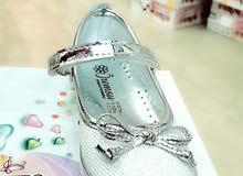 البنون لأحذية وملابس الأطفال