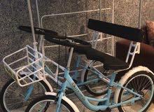 دراجة راكبين اربع كفرات