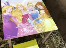 طاولة بنات مع كرسيين من هوم سنتر