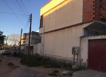 منزل دورين للبيع مساحة الارض 223 متر ومساحة البناء 150 متر يحتاج لتكملة صيانة