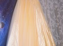 فستان مستعمل مرتين مطرز منفوش