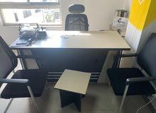مكتب جاهز بكافة مستلزماته