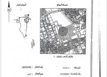 للبيع أرض في سترة مركوبان التصنيف RA وتقع على شارعين وزاوية المساحة 375.4 مترمرب