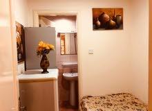غرفة صغيرة فاخرة لشخص واحد 900 درهم شامل