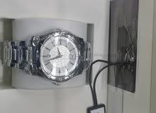 للبيع ساعة اصلي جديد في الكرتون مع كرت الضمان