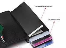 محفظة بطائق ومبالغ نقدية