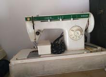 ماكنة خياطة نوع سنجر للبيع بحاجة لصيانة خفيفة