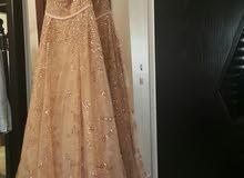 فستان خطبة لون ذهبي طويل