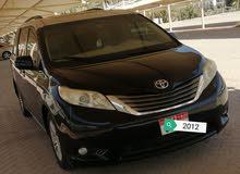 تويوتاسيينا 8ركاب 2012 رقم واحد نظيفة جدا سعر نهائی مافي مجال للنقاش