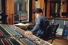 مطلوب مهندس او فني صوتيات او مبرمج