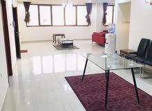 شقة واسعة جدا ومفروشة للايجار في البسيتين ثلاث غرف 350 دينار غير شامل الكهرباء والماء