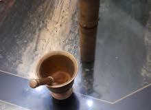 مطحنة قهوة وجرن و مدقّ