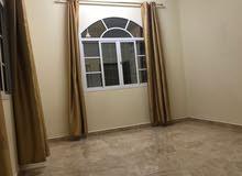 شقة مجهزة باغلب الاجهزة الاكترونية بالمعبيلة الرابعة قريبة من البشاير والسريع
