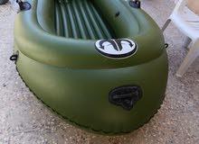 قارب نفخ مع محرك كهربائي