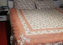 سرير مع مرتبة في حالة حيدة نظيف