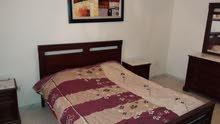 شقة مفروشة موثث متكونة من ثلاث غرف للايجار باليوم في تونس العاصمة
