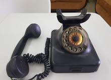 منبه قديم وهاتف قديم جدا
