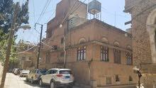 بيت شعبي في أفضل موقع بالعاصمة صنعاء