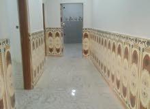 شقه للايجار  طابق اول من بيت  طالعه غرفتين وهول  مطبخ حمام  الايجار 350 المش