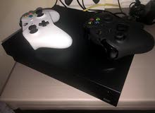 Xbox one x + 2 controllers