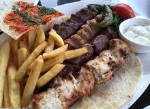 اسطى شواية وجبات سندوتشات او مساعد شيف  دوام كامل سوري الجنسية حصرا طرابلس